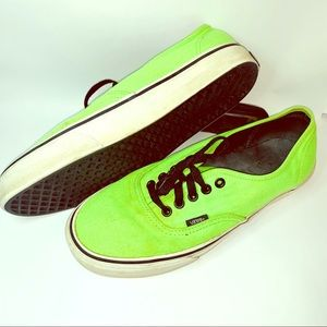 VANS off the wall tennis shoes.